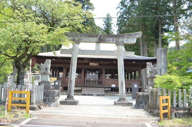 0316W 130504 kuzu-hachiman shrin.jpg