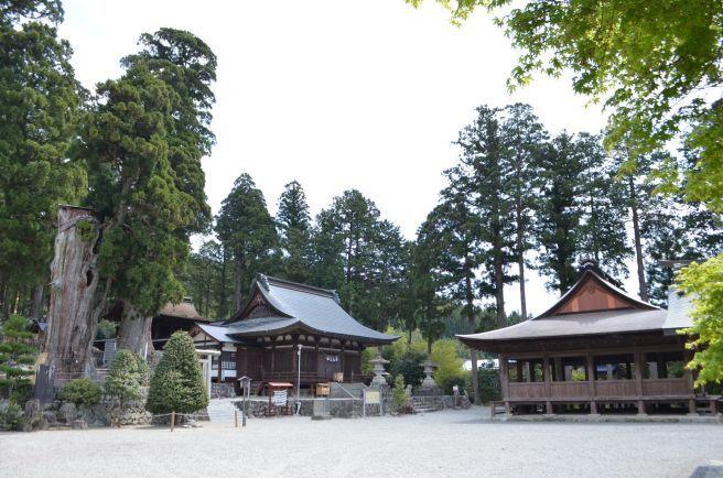 0317W 130504 kuzu-hachiman shrin.jpg