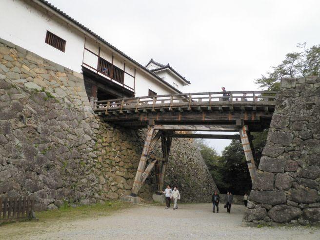110430208 hikone castle.jpg